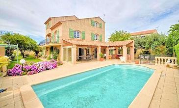 Villa Mory Serignan beach rental France with private pool