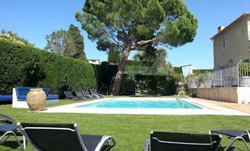Villa Plascassier large family holidays villa South France with pool
