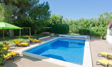 Les Ecureuils - large South France villa with pool